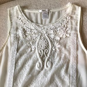 Anthro Esley lace design tank - vintage vibes!